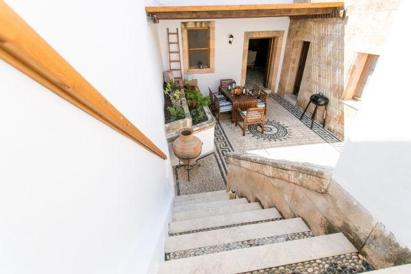 villa-evangelia-courtyard-from-sun-terraceEF5F68C1-6D65-9AA0-4B96-4C0F75AA376E.jpg