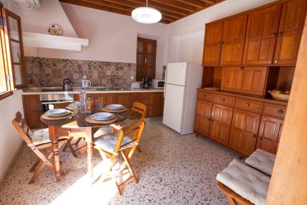 villa-evangelia-kitchenBEA0B667-A5CD-B142-EBC1-E72A7A2AD2AF.jpg