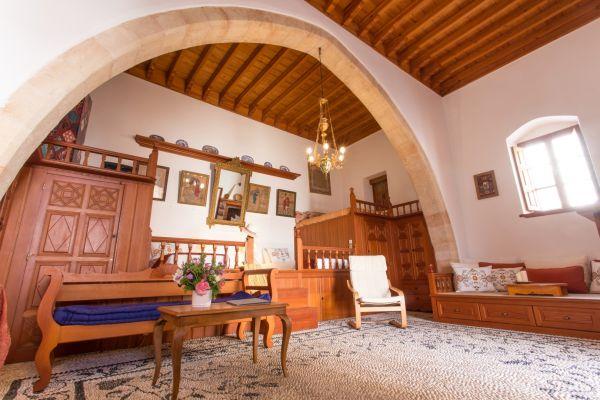 villa-evangelia-main-sala-with-twin-beds-ii7BA9A9C6-A89F-7B38-6B75-8234519610EC.jpg