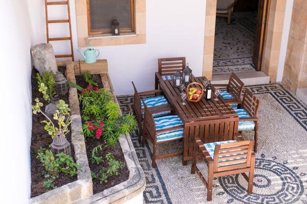 villa-evangelia-the-courtyard1740FDF0-1A2B-5165-C41C-3B3F58BFD311.jpg